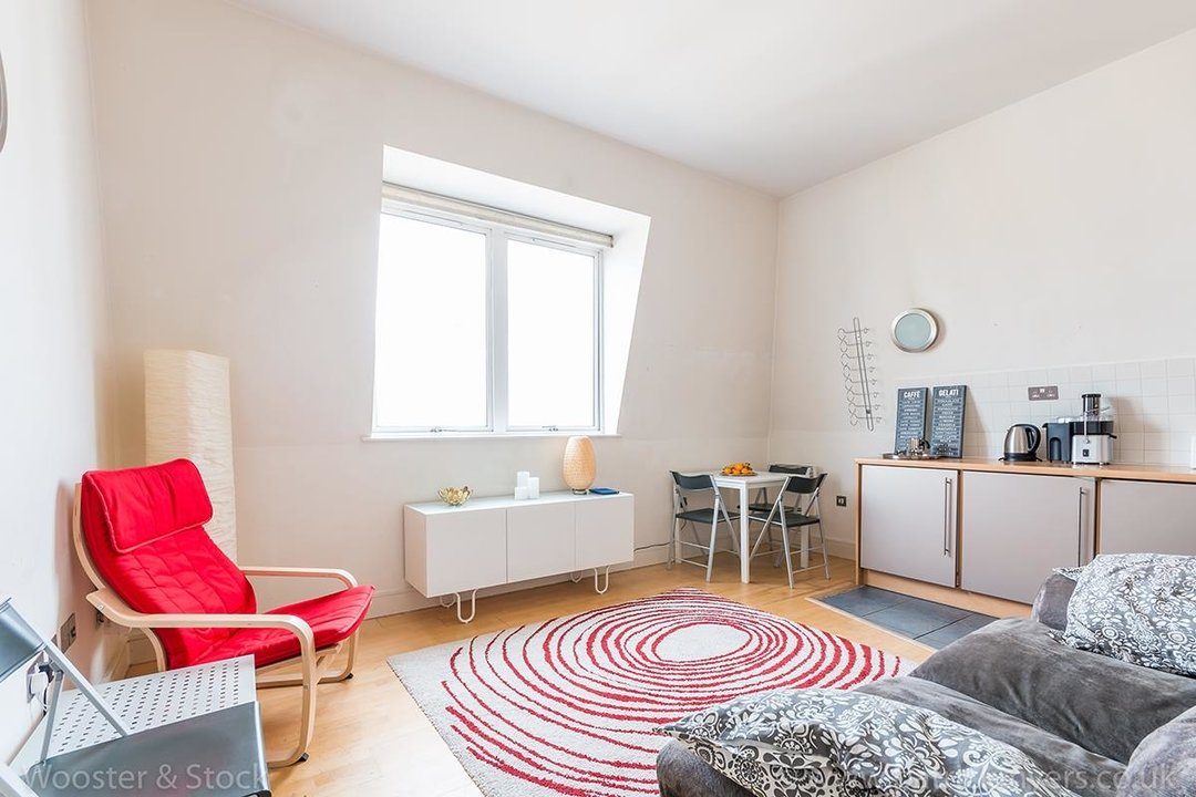 Flat/Apartment For Sale in Peckham Grove, SE15 202 view4