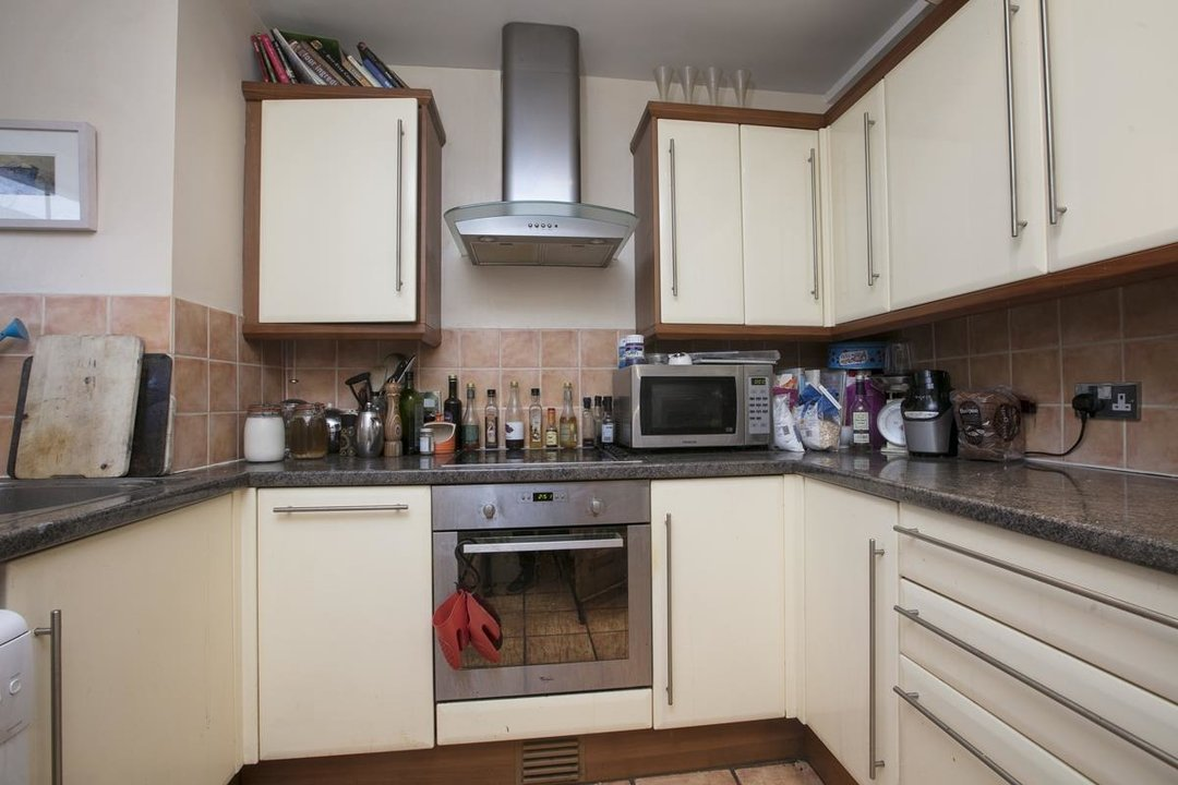 Flat/Apartment Sold in Peckham Road, SE5 285 view4