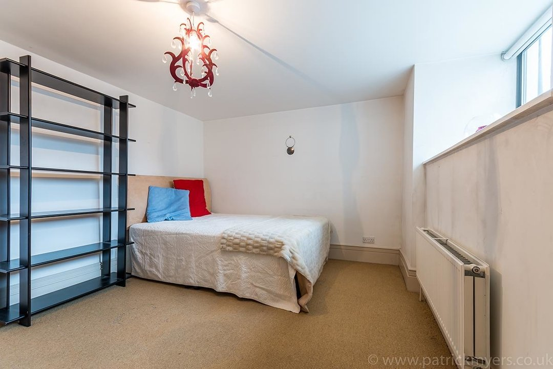 Flat/Apartment For Sale in Peckham Road, SE5 44 view9