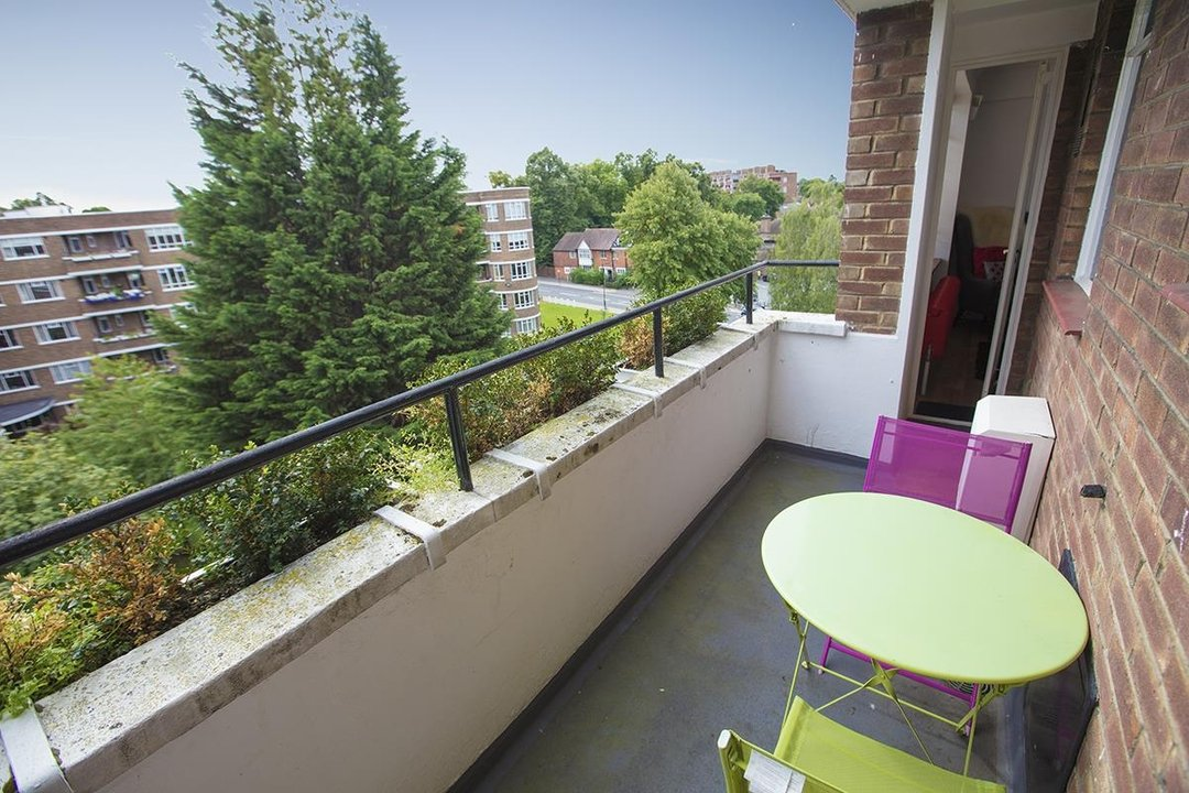 Flat - Purpose Built Sale Agreed in Ruskin Park House, Champion Hill, SE5 172 view9