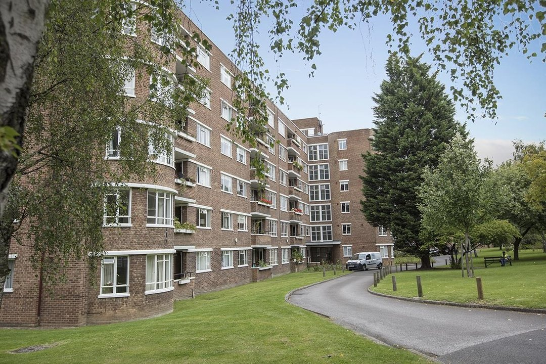 Flat - Purpose Built Sale Agreed in Ruskin Park House, Champion Hill, SE5 172 view1