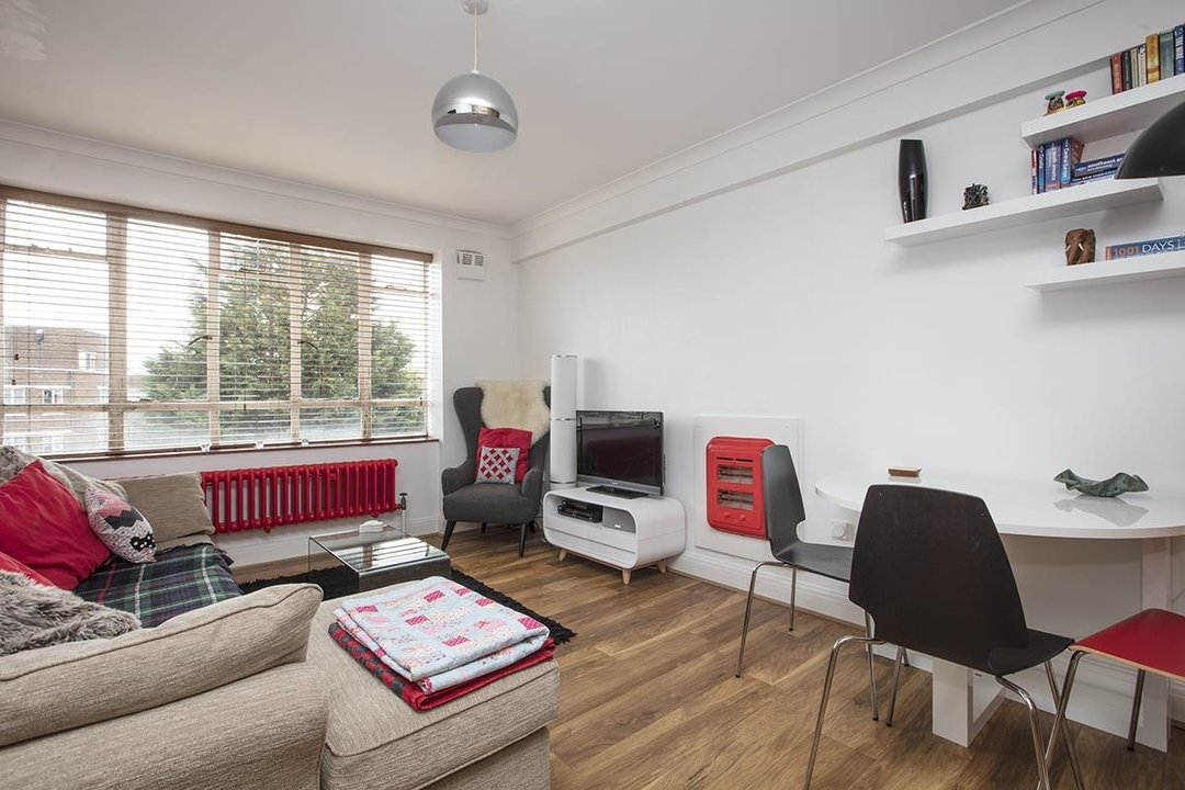 Flat - Purpose Built Sale Agreed in Ruskin Park House, Champion Hill, SE5 172 view2