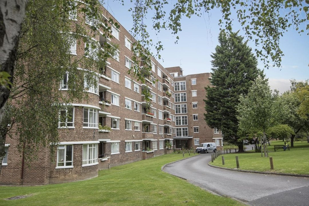 Flat - Purpose Built Sale Agreed in Ruskin Park House, Champion Hill, SE5 201 view2