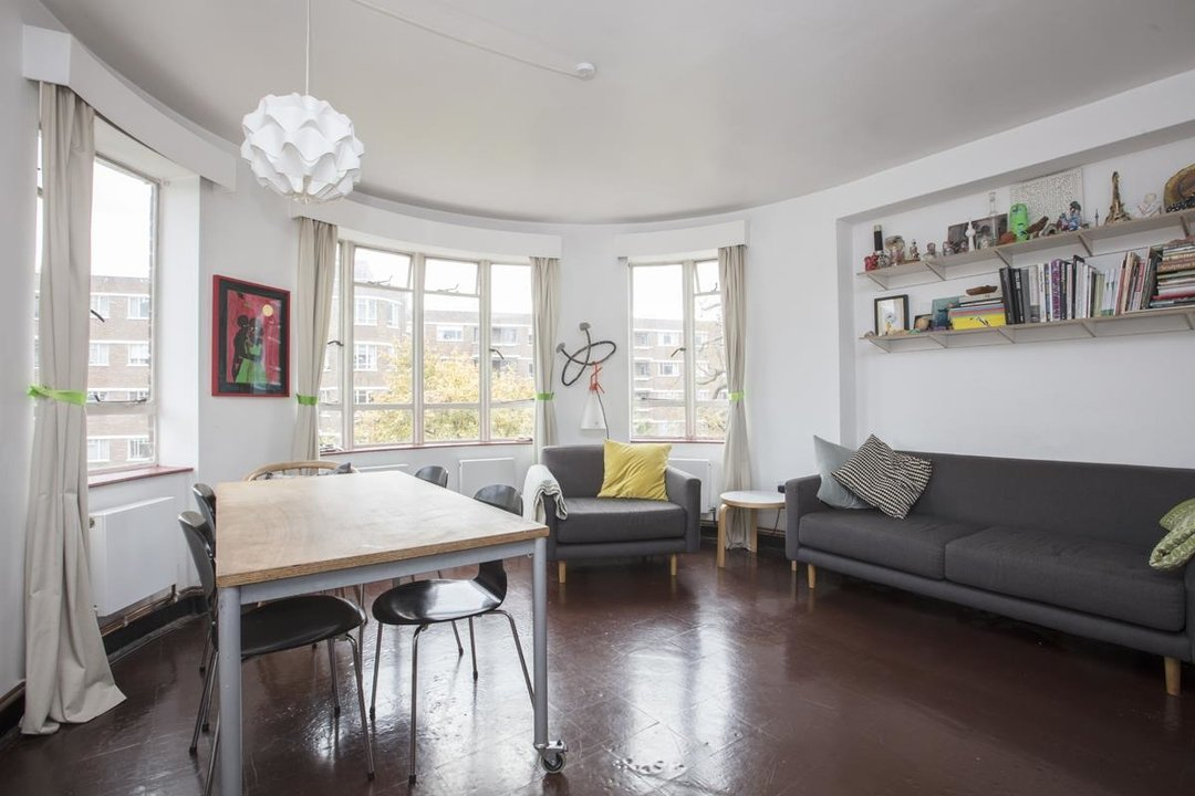 Flat - Purpose Built Sale Agreed in Ruskin Park House, Champion Hill, SE5 201 view1