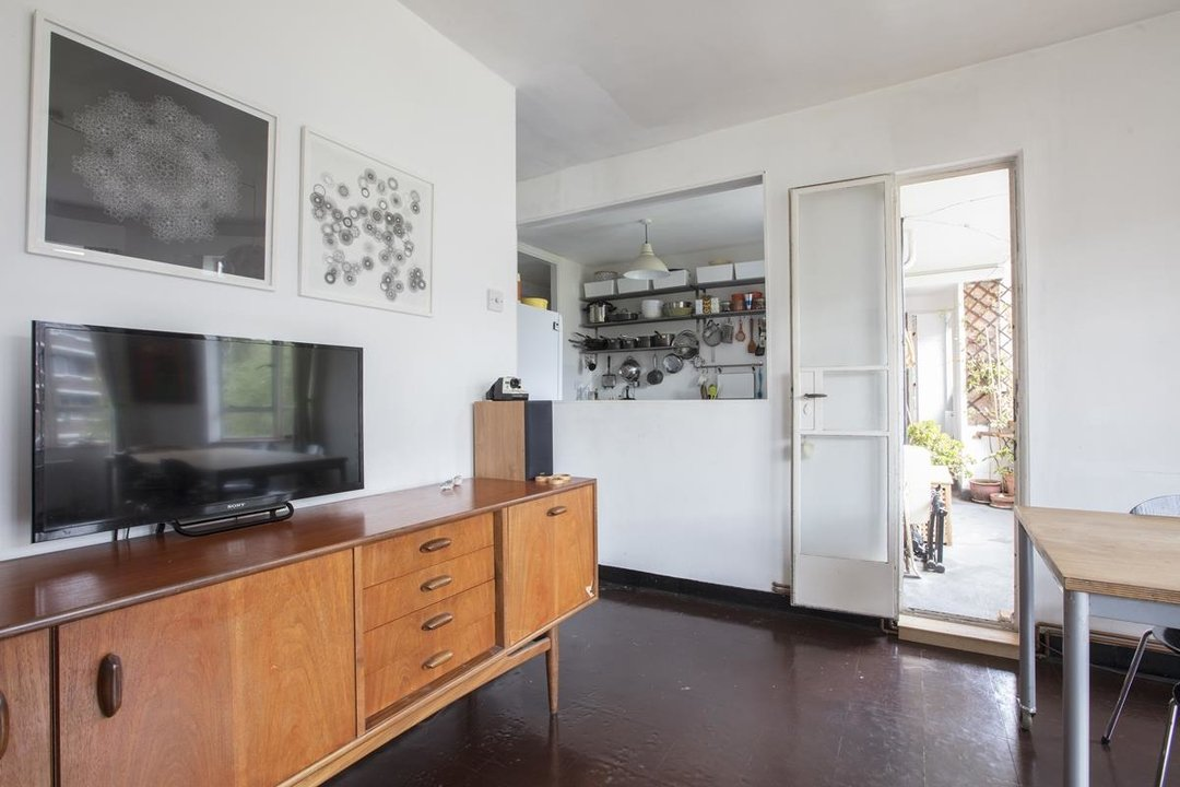 Flat - Purpose Built Sale Agreed in Ruskin Park House, Champion Hill, SE5 201 view5