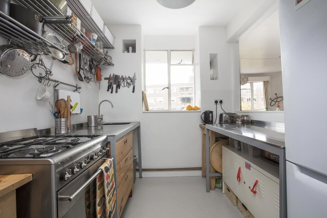 Flat - Purpose Built Sale Agreed in Ruskin Park House, Champion Hill, SE5 201 view6