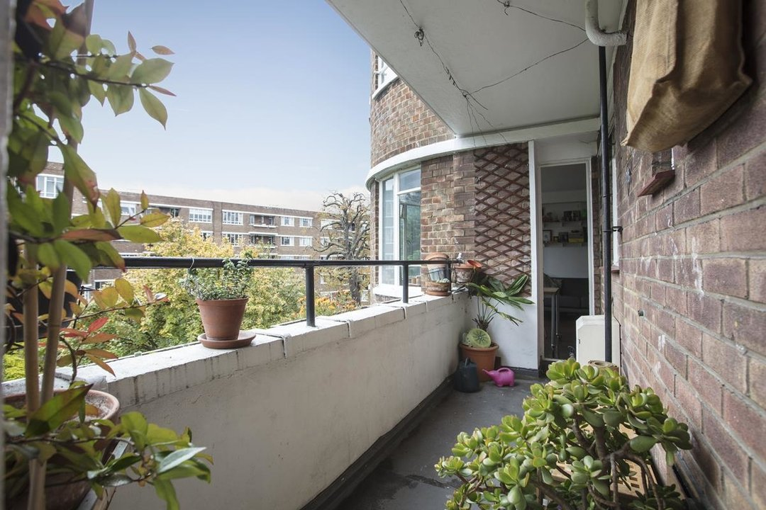 Flat - Purpose Built Sale Agreed in Ruskin Park House, Champion Hill, SE5 201 view4