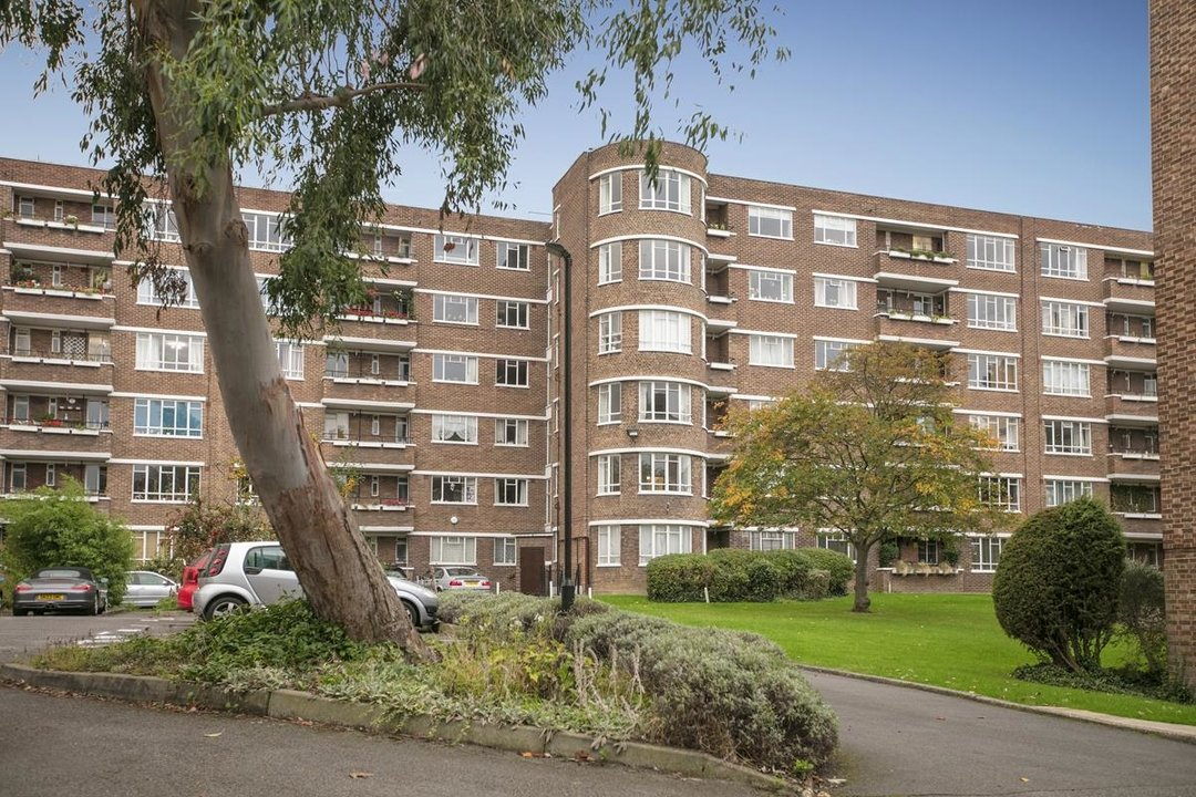 Flat - Purpose Built For Sale in Ruskin Park House, Champion Hill, SE5 212 view1