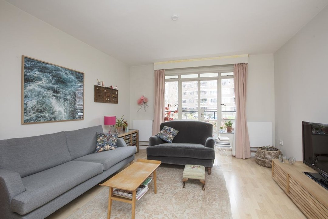Flat - Purpose Built Sale Agreed in Ruskin Park House, Champion Hill, SE5 276 view6