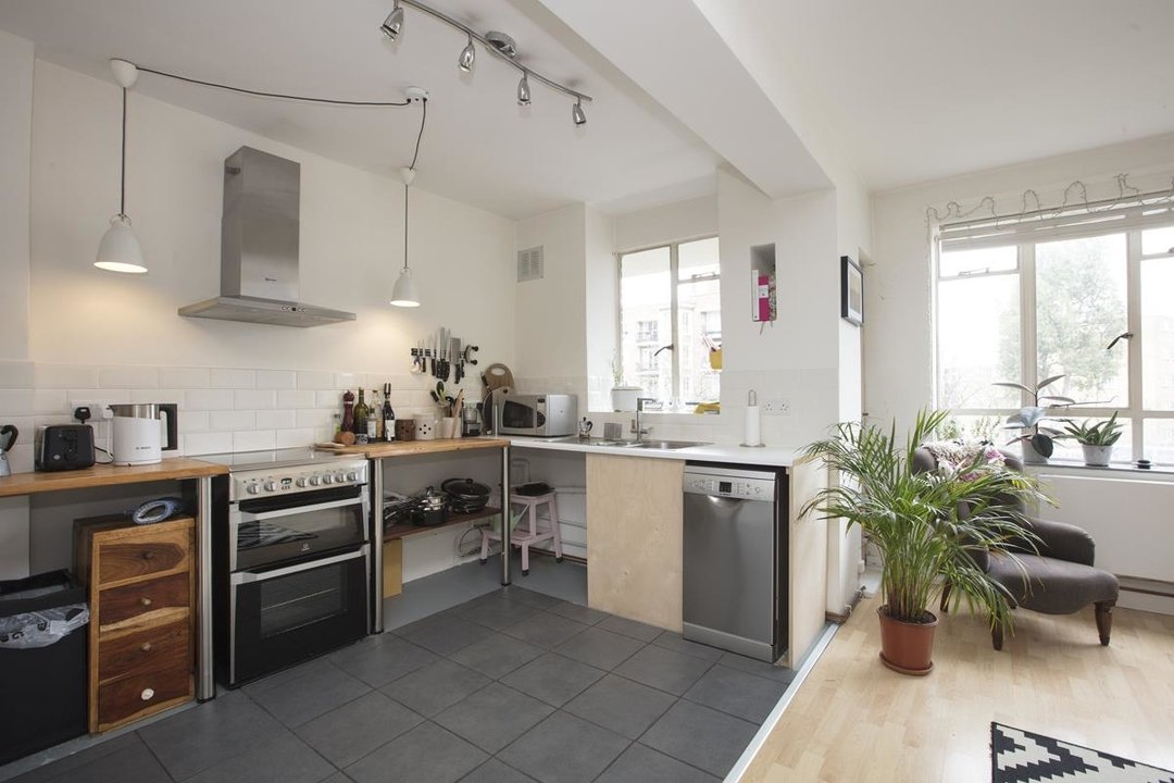 Flat - Purpose Built Sale Agreed in Ruskin Park House, Champion Hill, SE5 276 view2