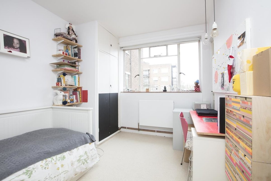 Flat - Purpose Built Sale Agreed in Ruskin Park House, Champion Hill, SE5 276 view11