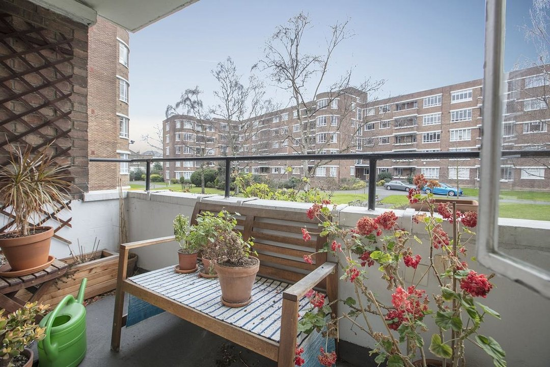 Flat - Purpose Built Sale Agreed in Ruskin Park House, Champion Hill, SE5 276 view4