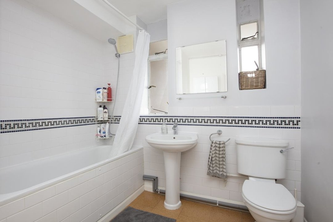 Flat - Purpose Built Sale Agreed in Ruskin Park House, Champion Hill, SE5 276 view10