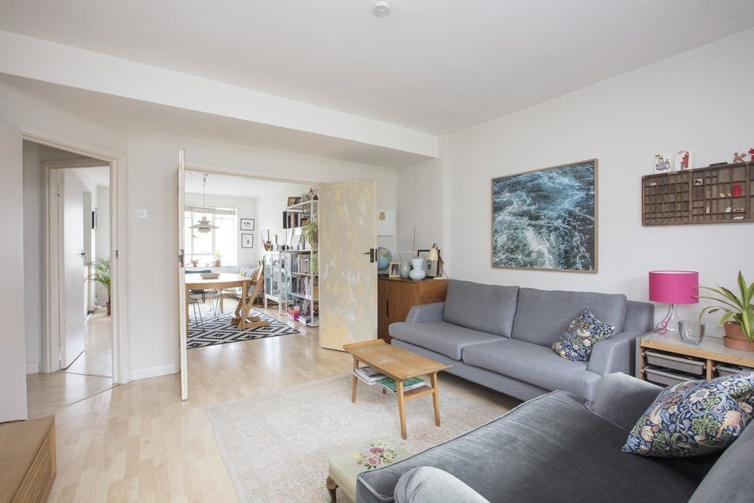 Flat - Purpose Built Sale Agreed in Ruskin Park House, Champion Hill, SE5 276 view5