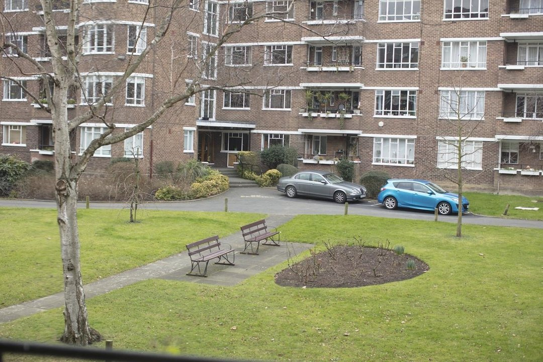 Flat - Purpose Built Sale Agreed in Ruskin Park House, Champion Hill, SE5 276 view14