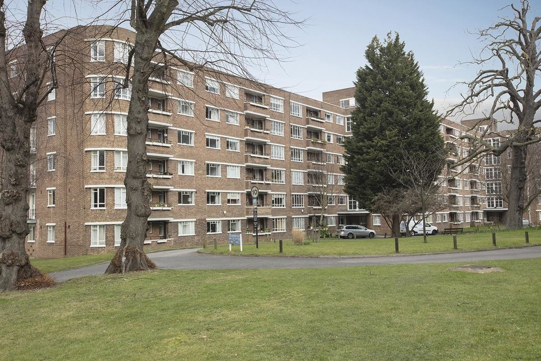 Flat - Purpose Built Sale Agreed in Ruskin Park House, Champion Hill, SE5 276 view7