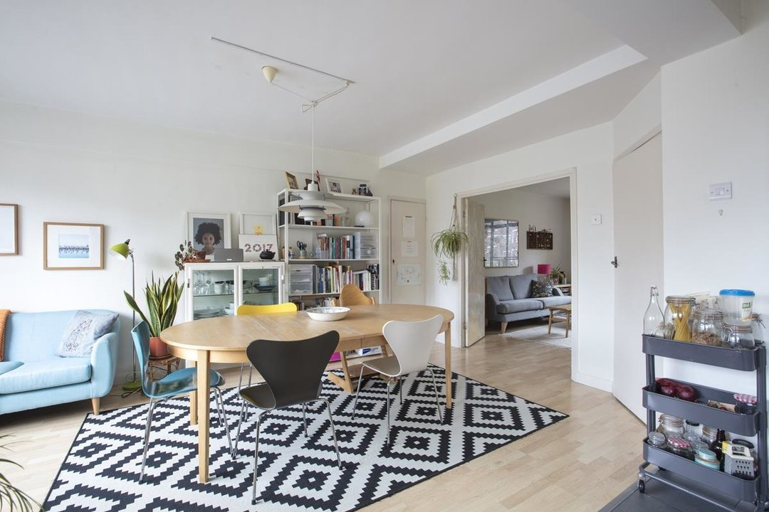 Flat - Purpose Built Sale Agreed in Ruskin Park House, Champion Hill, SE5 276 view8