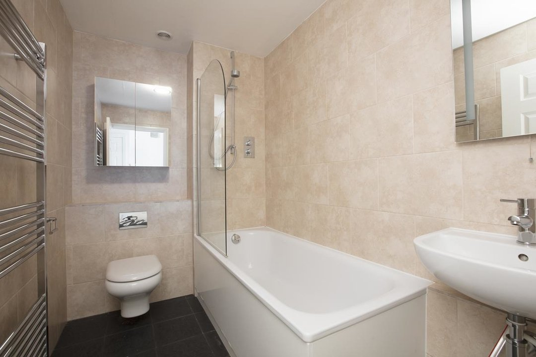 House - Terraced Sale Agreed in Sandlings Close, SE15 217 view8