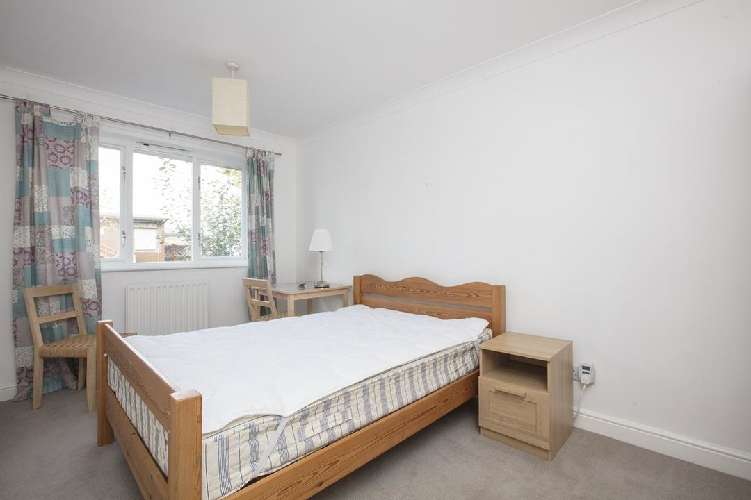 House - Terraced Sale Agreed in Sandlings Close, SE15 217 view9