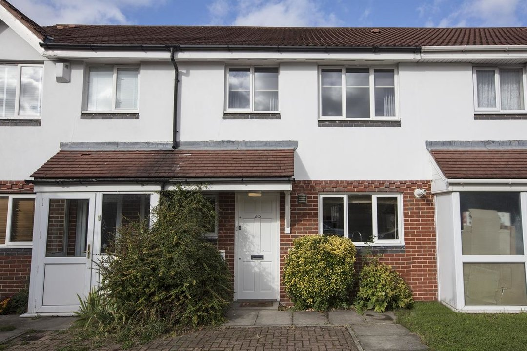 House - Terraced Sale Agreed in Sandlings Close, SE15 217 view1
