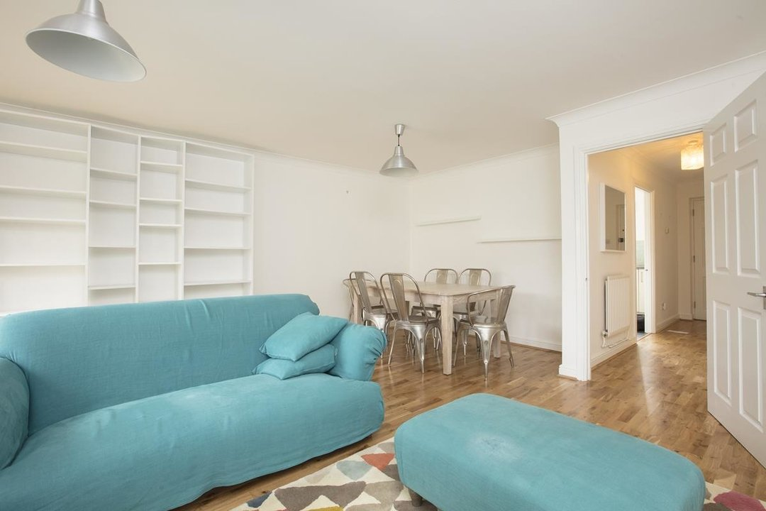 House - Terraced Sale Agreed in Sandlings Close, SE15 217 view4