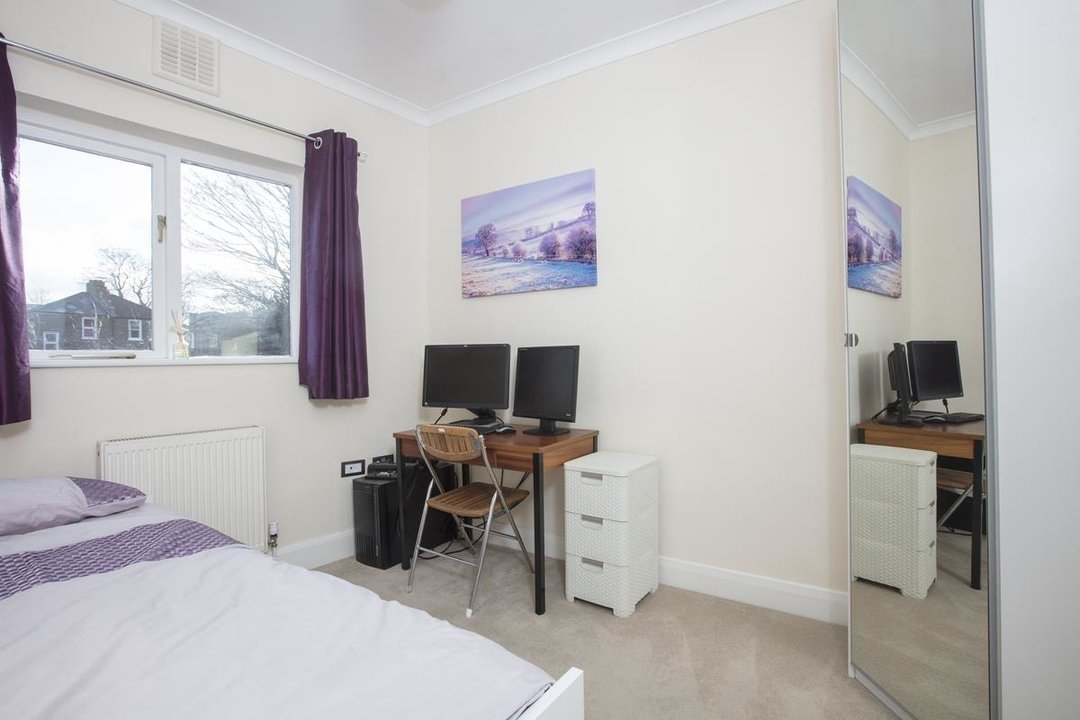 House - Terraced For Sale in Scylla Road, SE15 249 view8