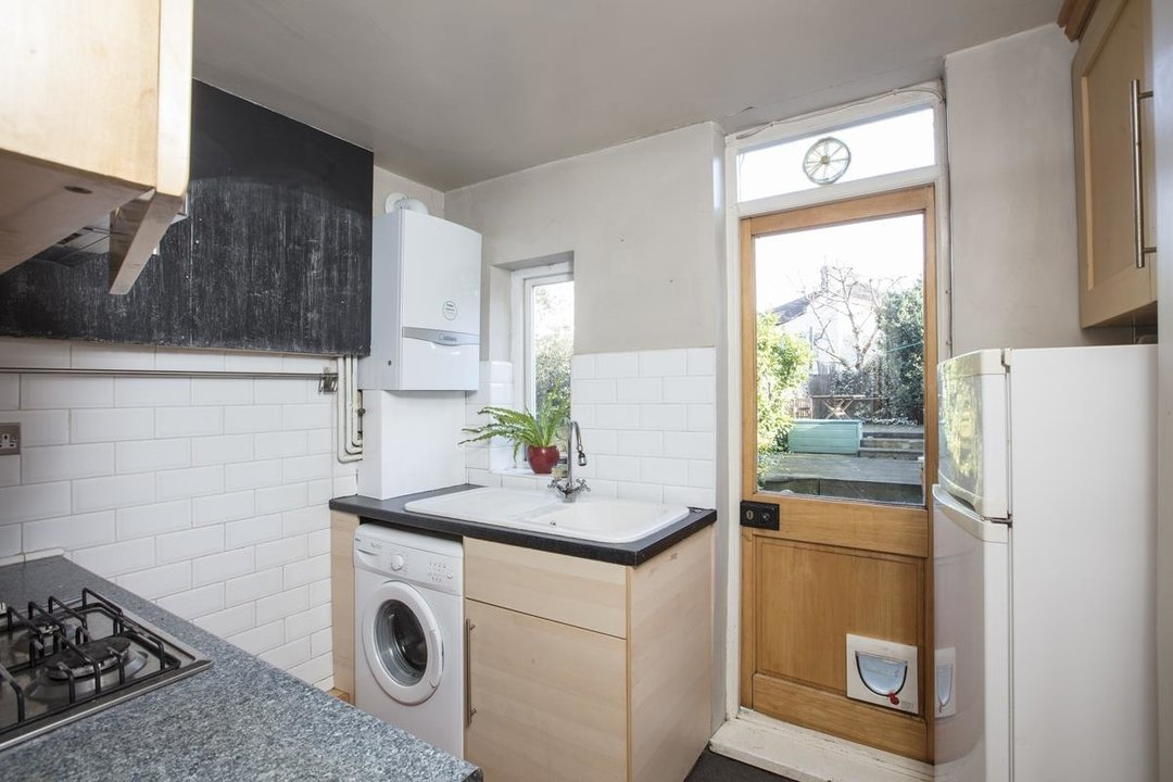 Flat - Conversion Sale Agreed in Shardeloes Road, Brockley, SE14 260 view8
