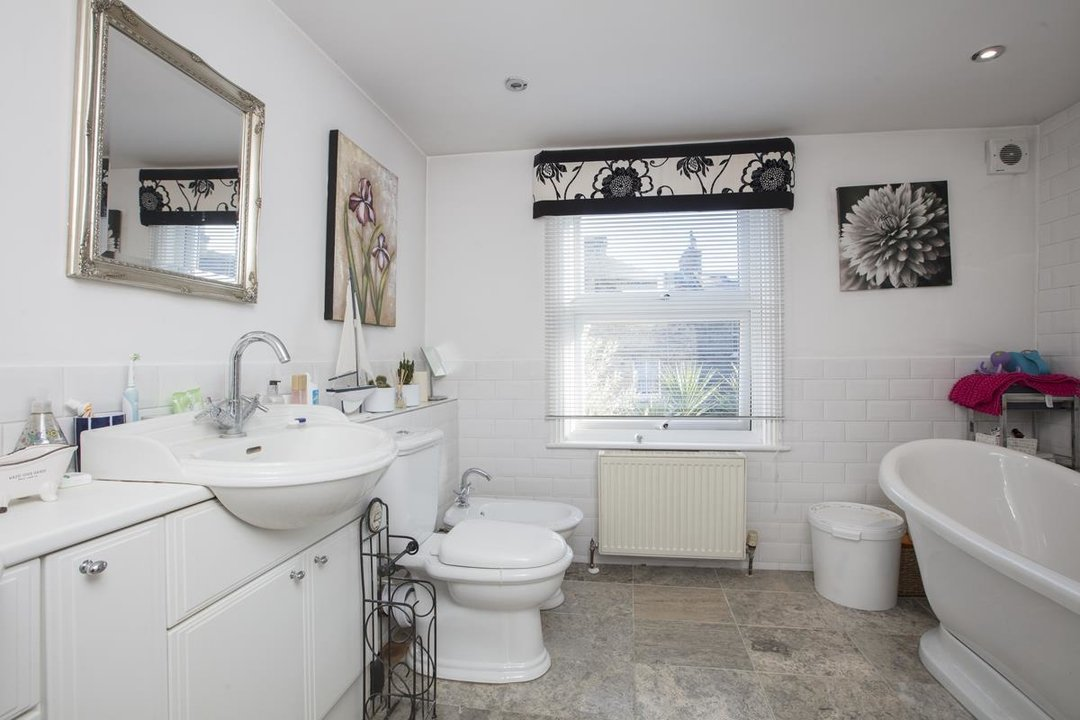 House - Terraced For Sale in Shenley Road, SE5 254 view7