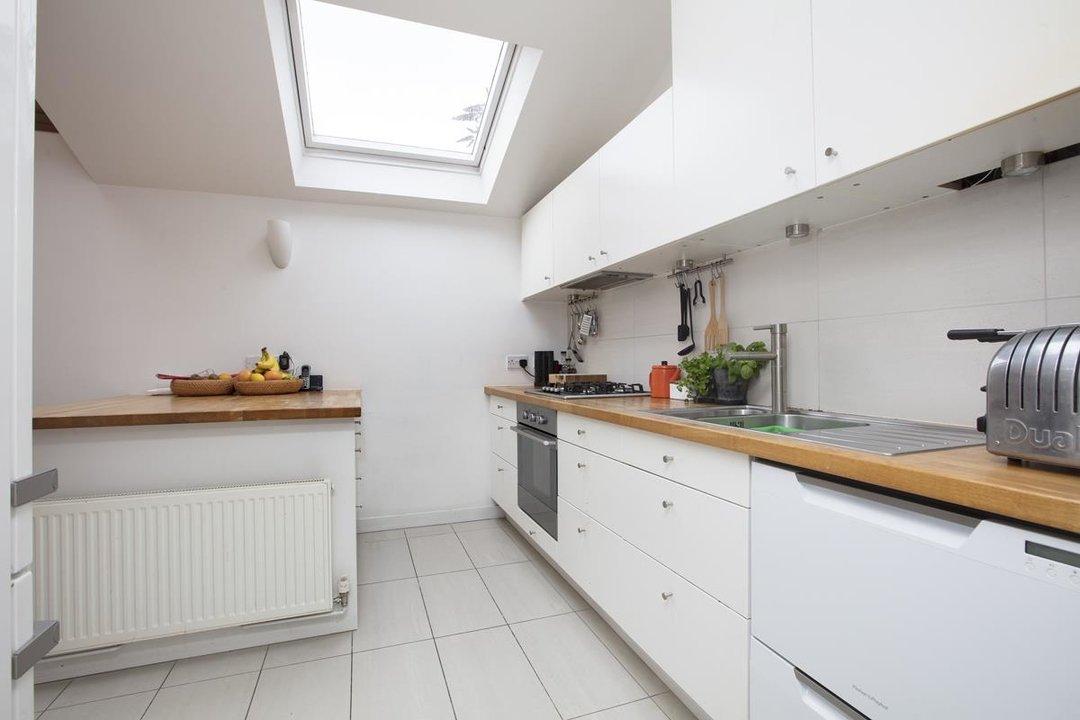 House - Detached For Sale in Solomons Passage, SE15 280 view7