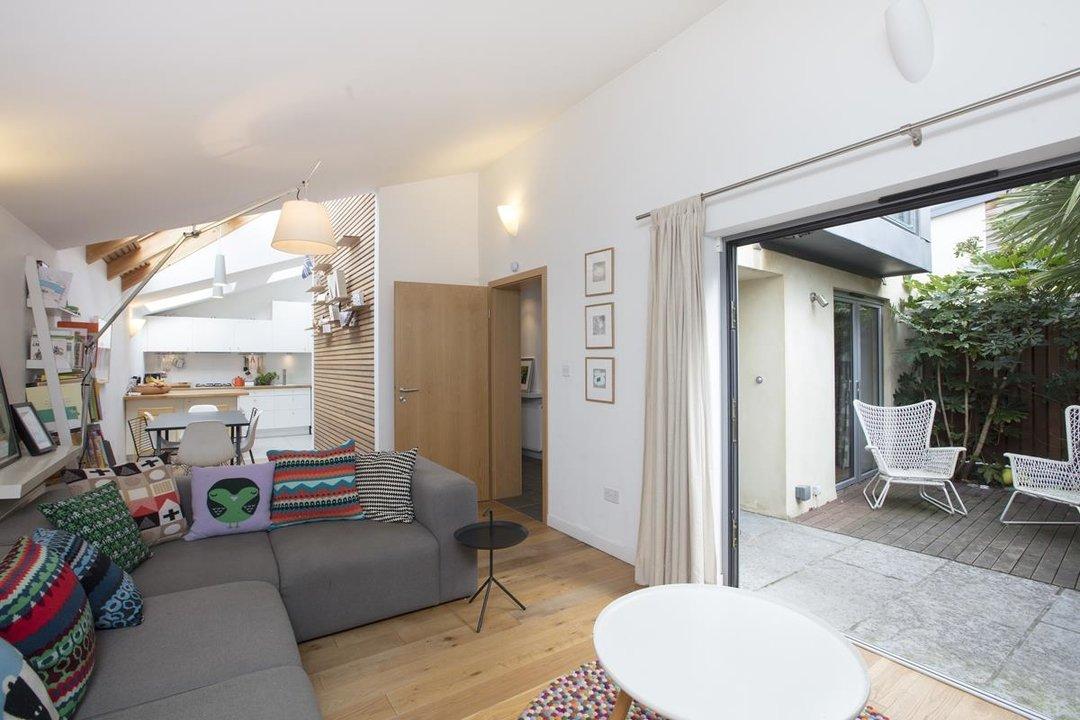 House - Detached For Sale in Solomons Passage, SE15 280 view8