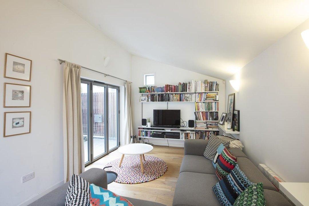 House - Detached For Sale in Solomons Passage, SE15 280 view6