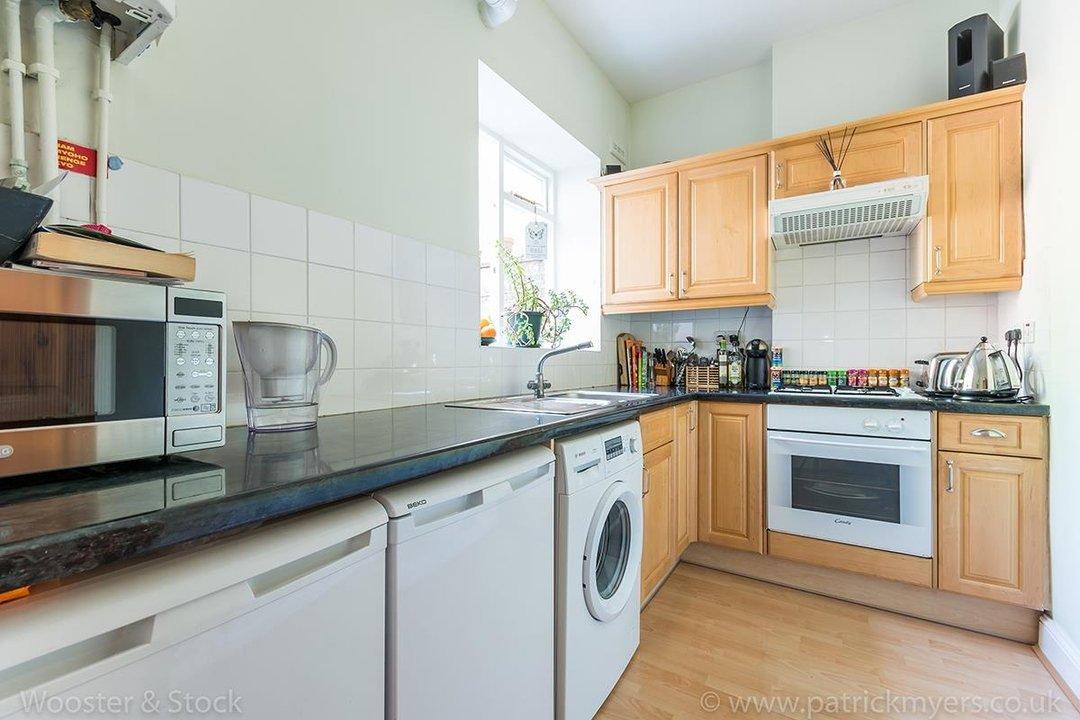 Flat - Purpose Built Sale Agreed in Southampton Way, SE5 95 view4