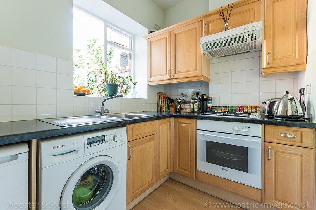 Flat - Purpose Built Sale Agreed in Southampton Way, SE5 95 view5