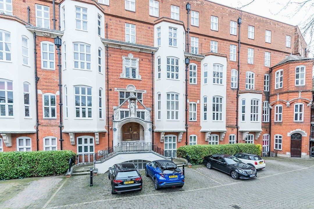 Flat/Apartment For Sale in St Gabriels Manor, Cormont Road, SE5 221 view1