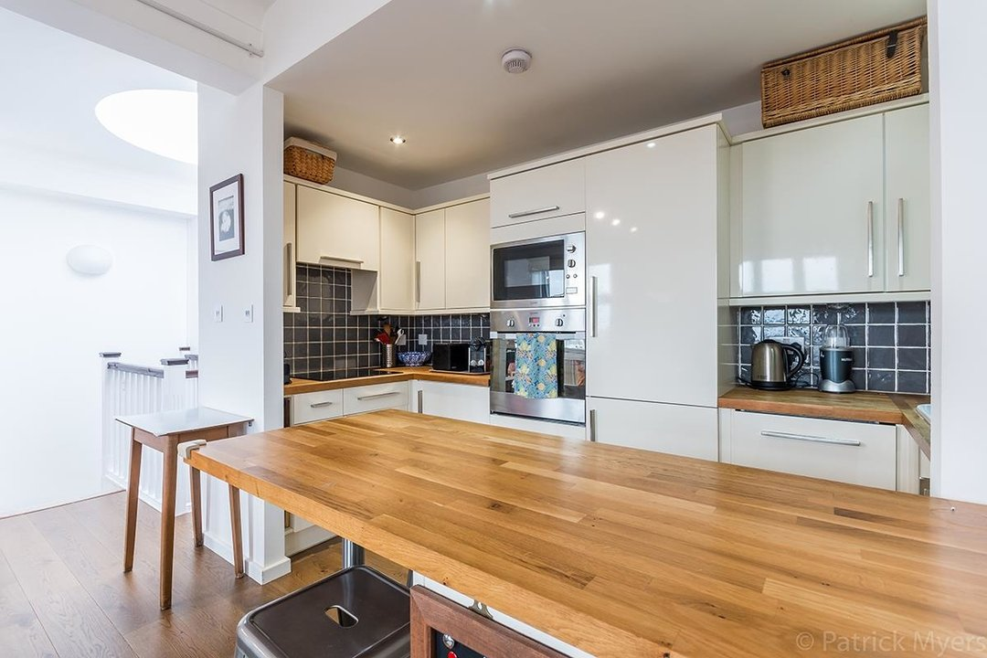 Flat/Apartment For Sale in St Gabriels Manor, Cormont Road, SE5 221 view7