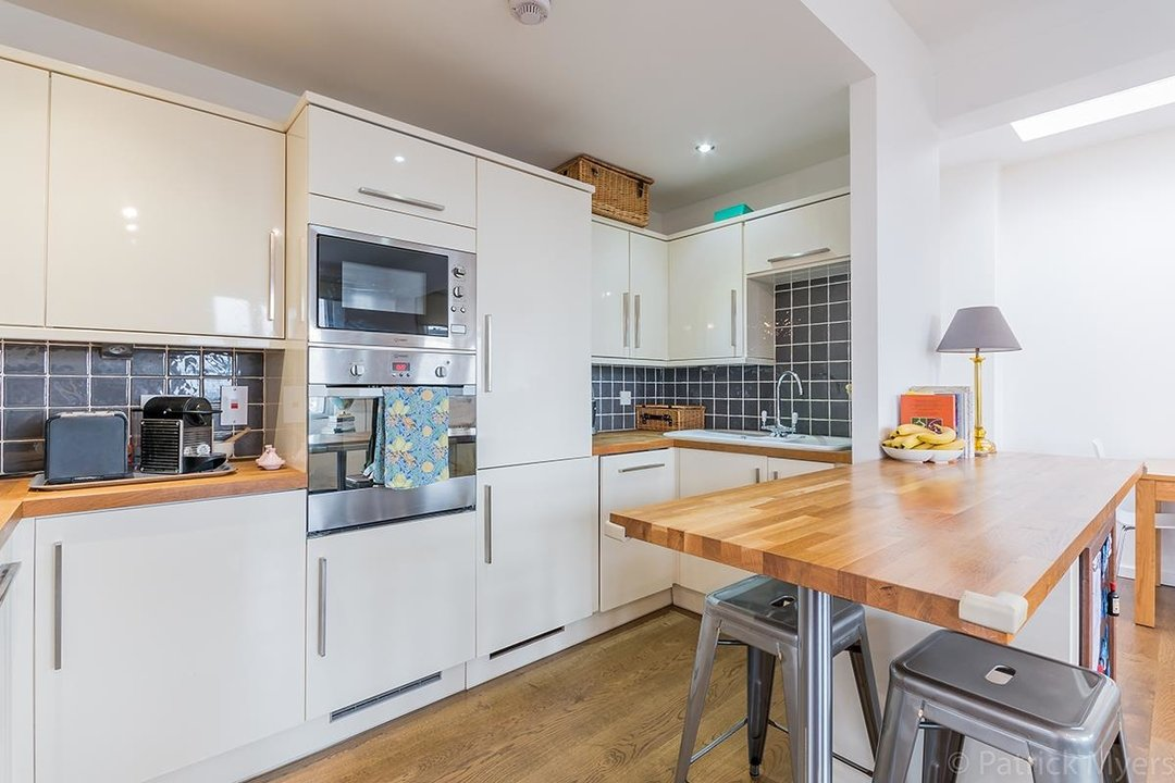 Flat/Apartment For Sale in St Gabriels Manor, Cormont Road, SE5 221 view6