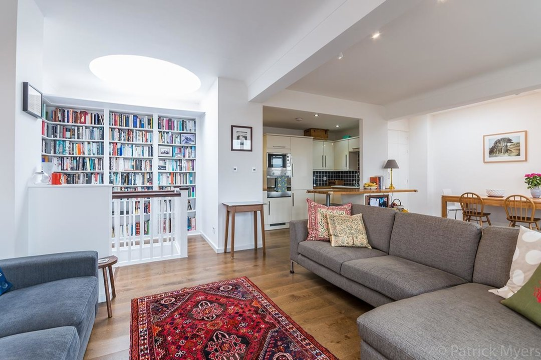 Flat/Apartment For Sale in St Gabriels Manor, Cormont Road, SE5 221 view3