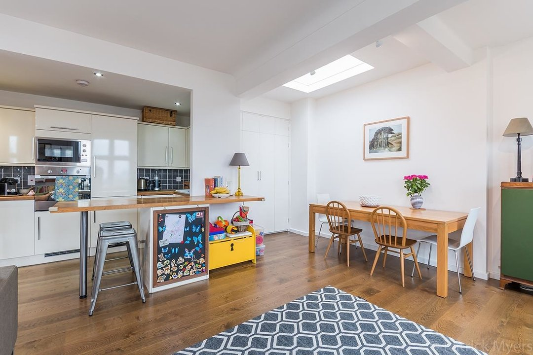Flat/Apartment For Sale in St Gabriels Manor, Cormont Road, SE5 221 view8