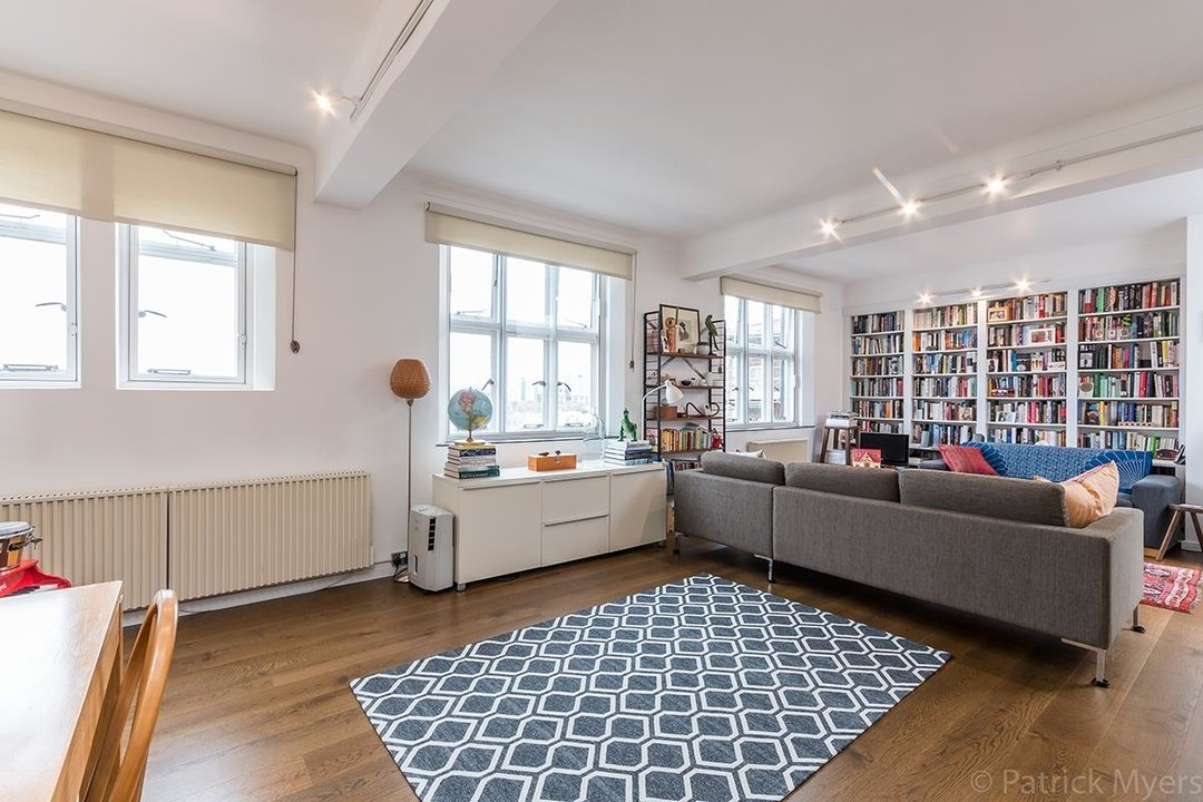 Flat/Apartment For Sale in St Gabriels Manor, Cormont Road, SE5 221 view5