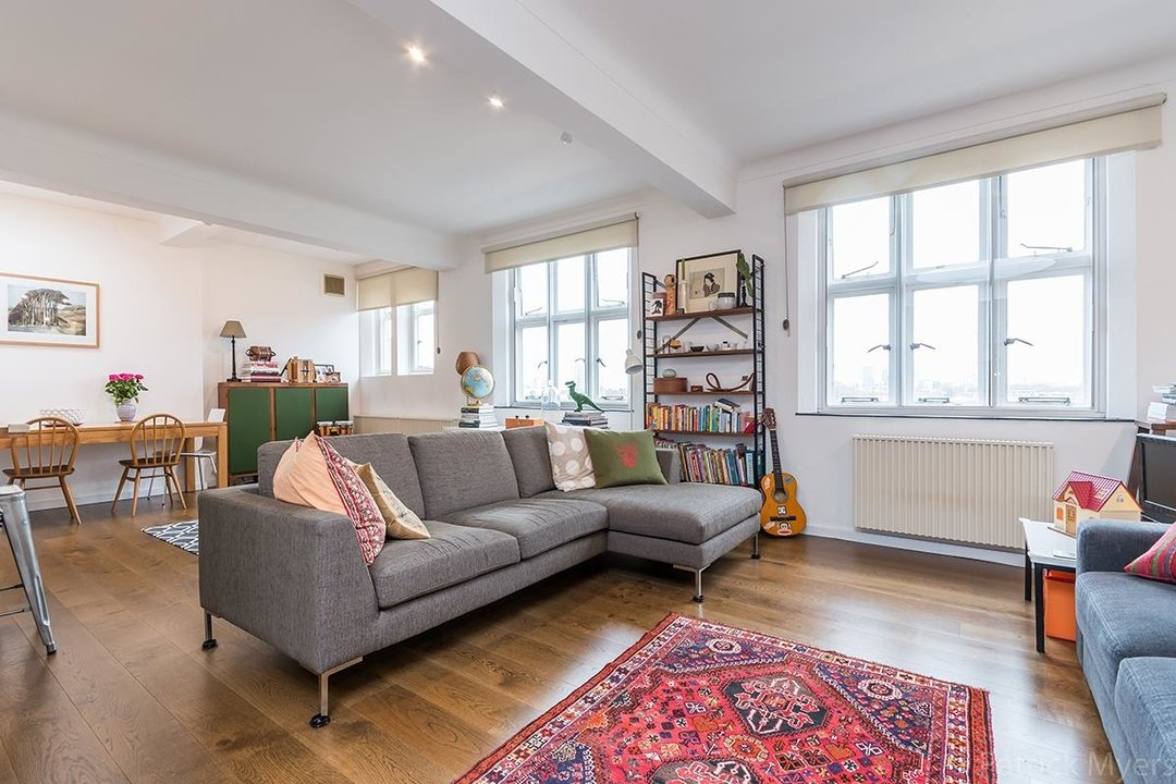 Flat/Apartment For Sale in St Gabriels Manor, Cormont Road, SE5 221 view2