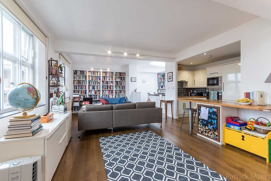 Flat/Apartment For Sale in St Gabriels Manor, Cormont Road, SE5 221 view9