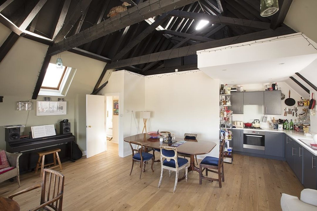 Flat - Conversion For Sale in St Giles Tower, Gables Close, SE5 261 view1