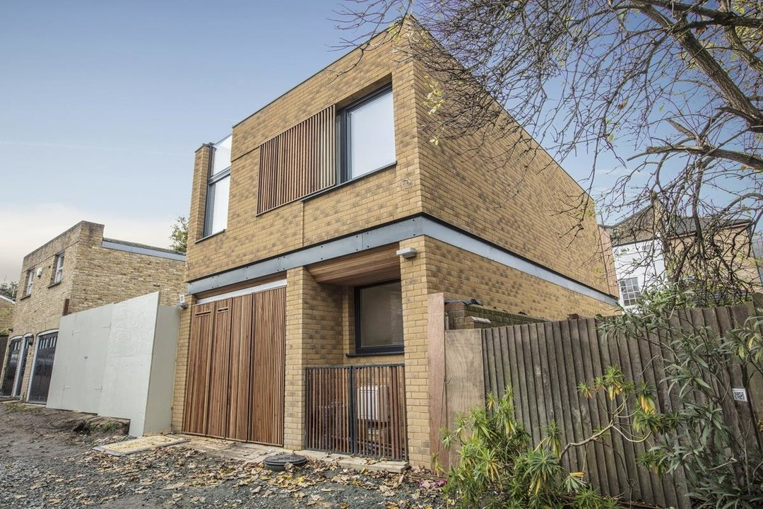 House - Detached For Sale in Stories Mews, SE5 229 view1