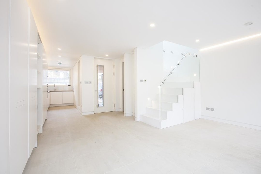 House - Detached For Sale in Stories Mews, SE5 229 view3