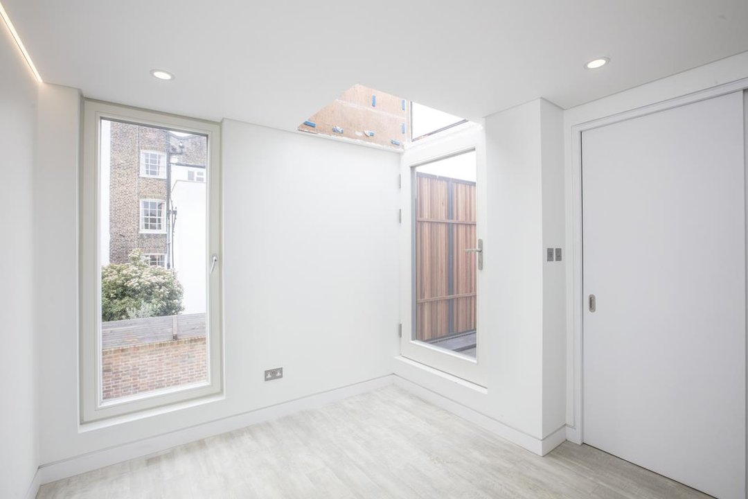 House - Detached For Sale in Stories Mews, SE5 229 view11