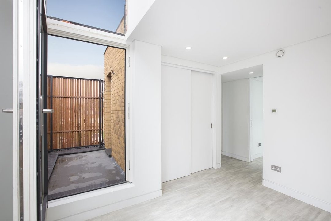 House - Detached For Sale in Stories Mews, SE5 229 view8
