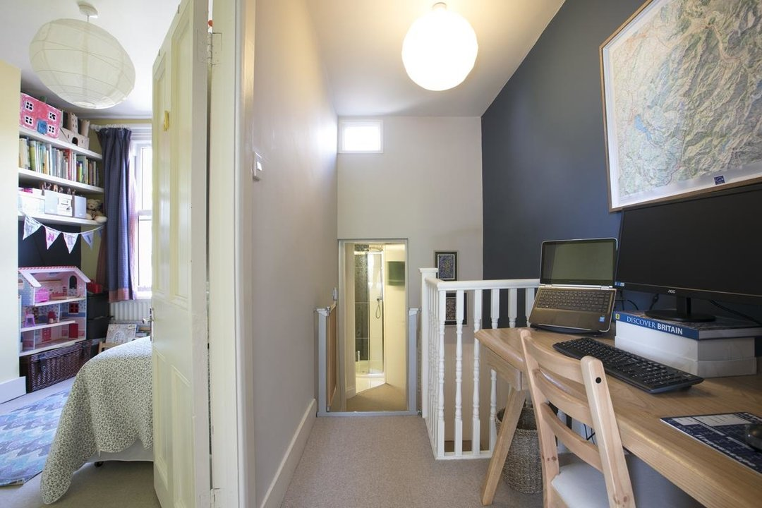 House - Terraced For Sale in Sturdy Road, SE15 324 view11