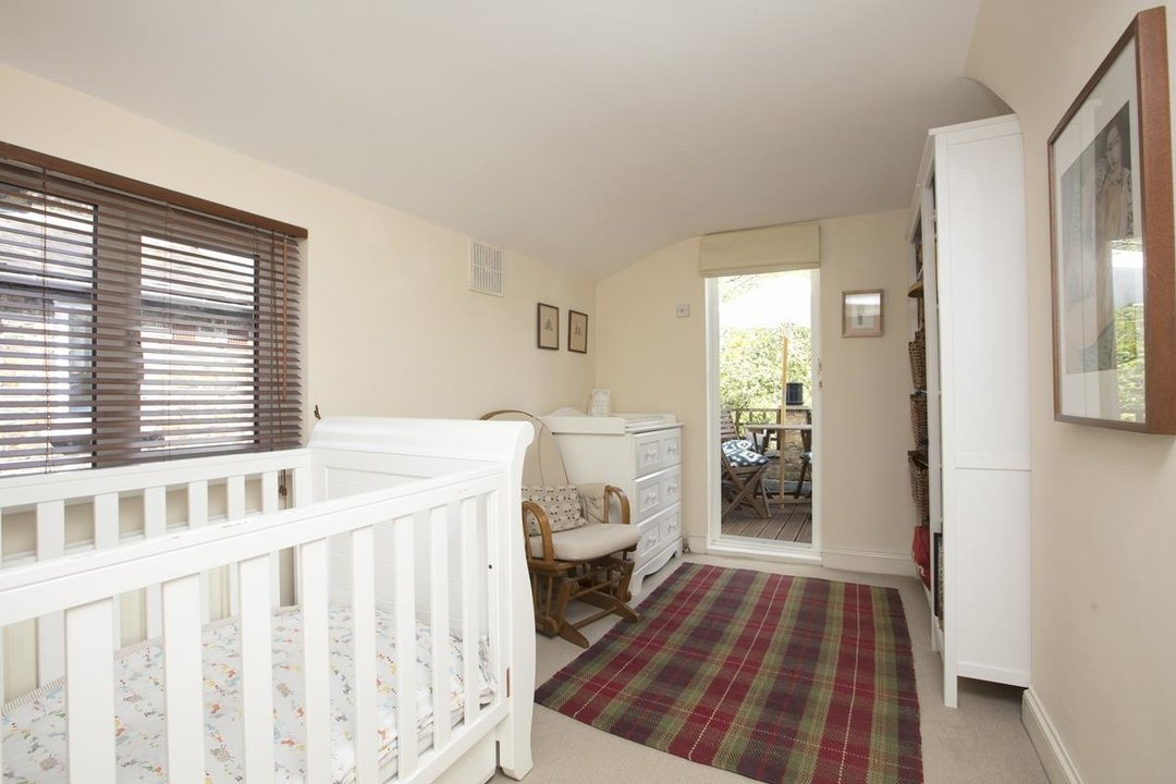 House - Terraced For Sale in Sturdy Road, SE15 324 view16
