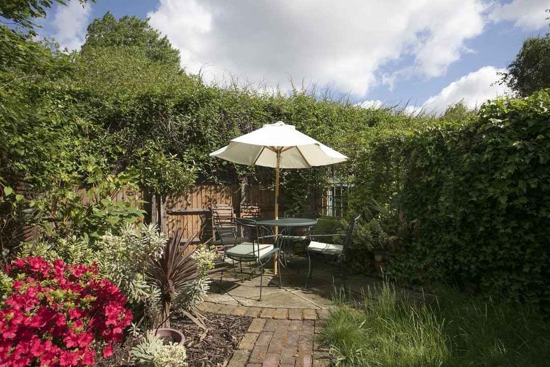 House - Terraced For Sale in Sturdy Road, SE15 324 view2