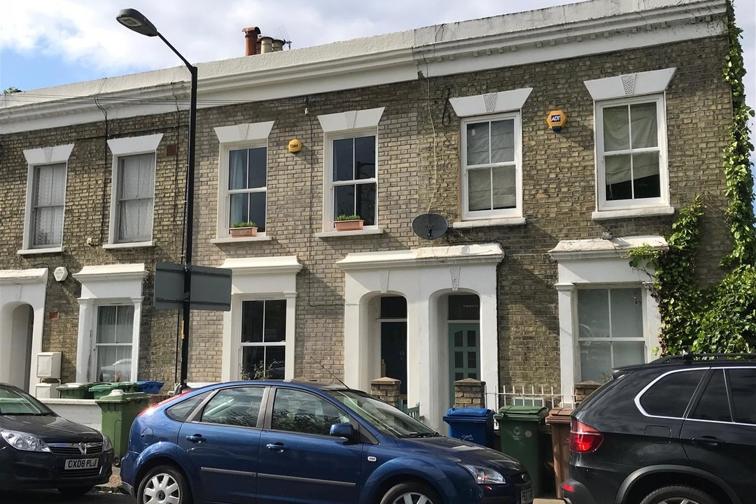 House - Terraced For Sale in Sturdy Road, SE15 324 view1